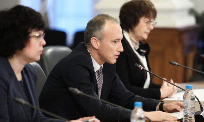 Министър Вълчев обяви кога най-рано ще има абитуриентски балове