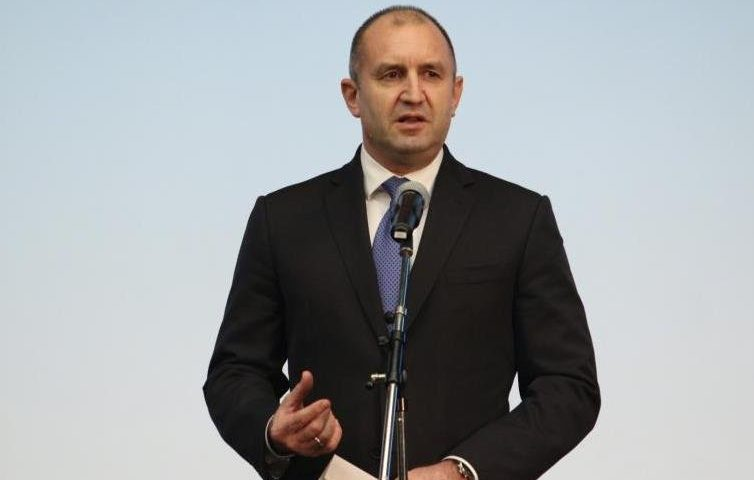 Радев и Борисов поздравиха българите за 24 май