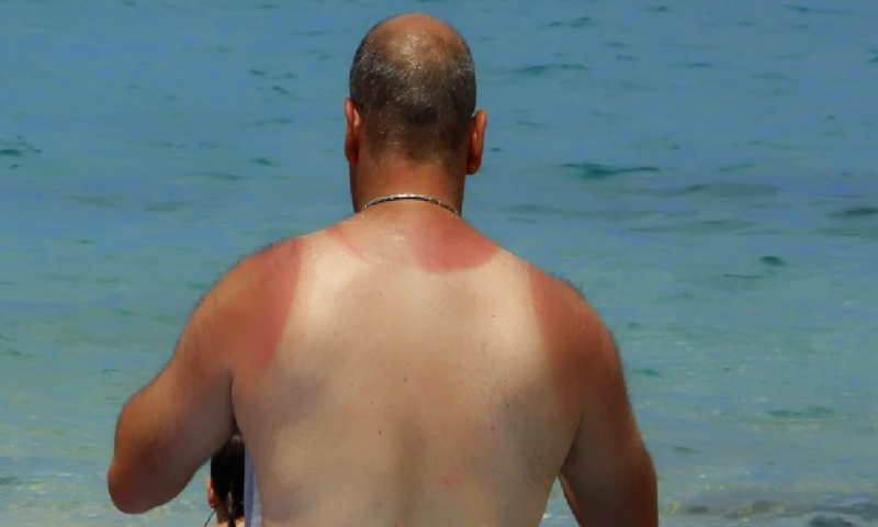 Хиляди гърци се юрнаха към плажовете