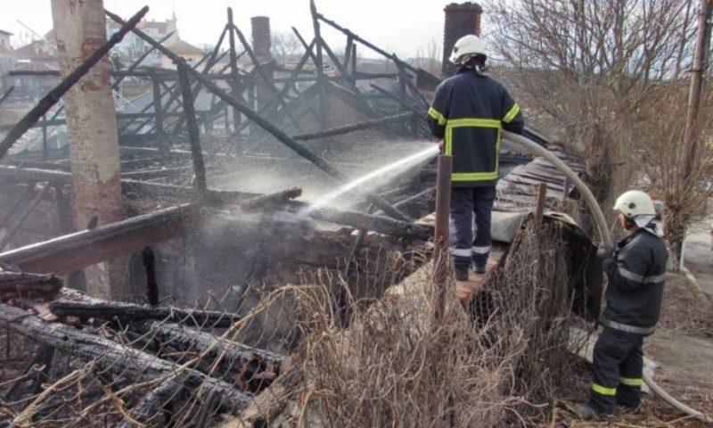 Мистерия: Напълно изпепелена е вила без електричество в Беш бунар над Карлово