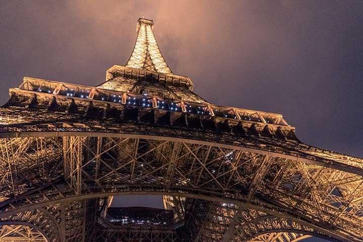 """Огромен протест и сълзотворен газ в Париж – с мотив """"Джордж Флойд"""" (ВИДЕО)"""