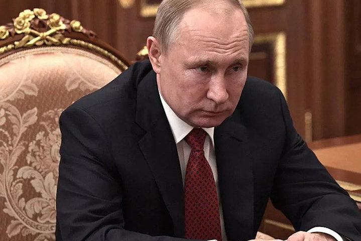 Путин се ядоса и чете конско на…