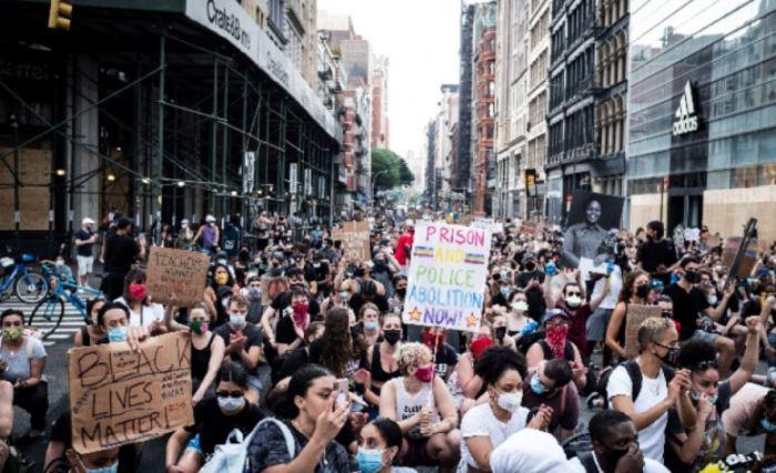 Хиляди протестираха във Вашингтон срещу полицейското насилие