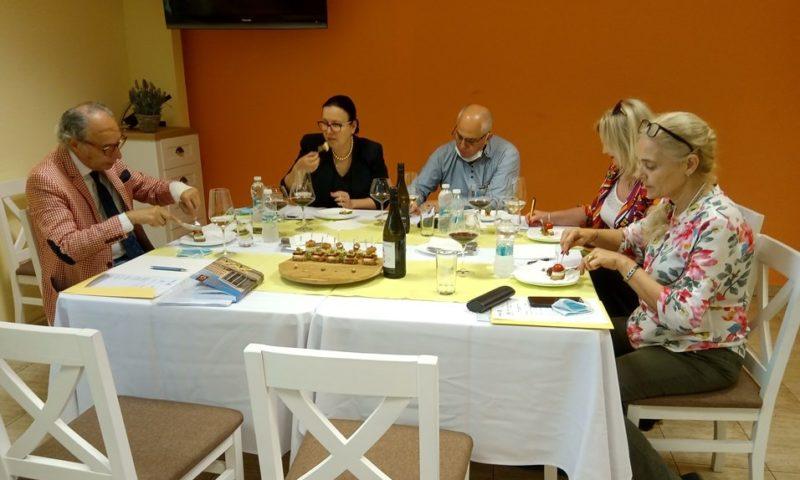"""Шест български вина и гурме продукти са отличени с награди от конкурса в дефиле """"Вино и гурме 2020"""""""