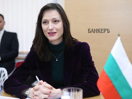 """Мария Габриел сред 24-има интелектуалци за """"културно възраждане на икономиката"""""""
