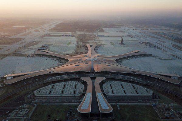 Анулираха над 1200 полето до и от Пекин заради засилване на епидемията