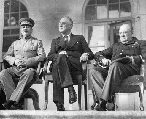"""Уинстън Чърчил: """"Кралски меч за гражданите на Сталинград"""""""