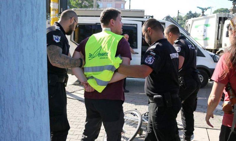 Близкият до Иванчева Петър Кърджилов нападна пенсионерка на Орлов мост