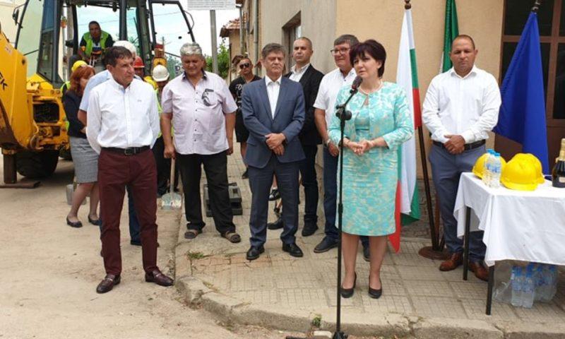 В Брезово Караянчева, кметът и депутати дадоха начало на важен проект/ВИДЕО/