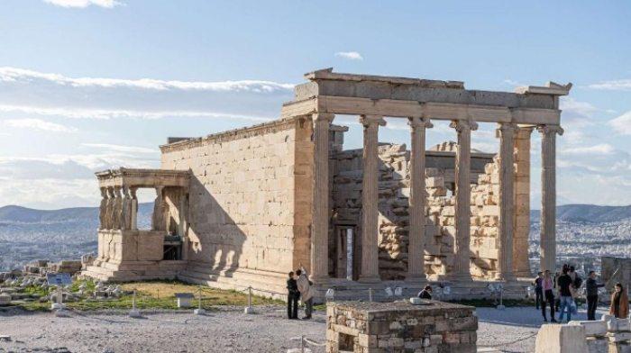 Гърция въвежда задължителен тест за COVID при авиопътници от България