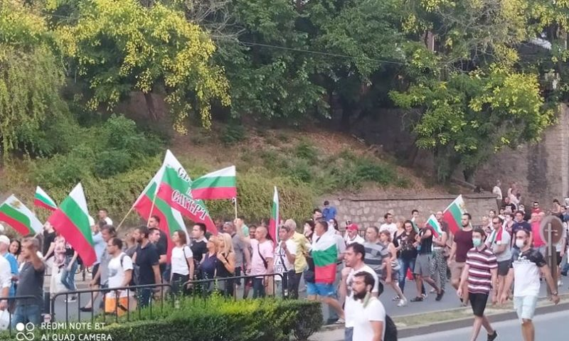 Над 3000 протестират по улиците на Пловдив, блокираха движението