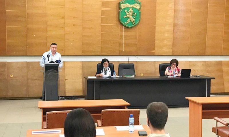 Нов общински съветник и стари проблеми нищиха на сесията в Карлово/ВИДЕО/