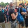 Протестиращи хвърлиха бомбичка, раниха полицай