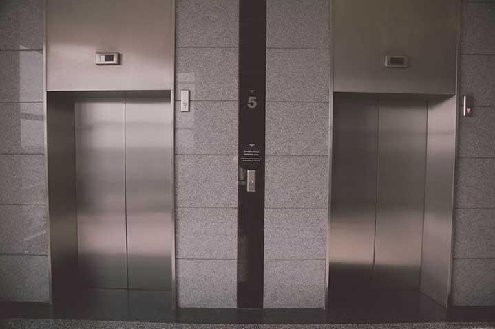 Уникален случай с коронавирус – един човек е заразил 71 през асансьор