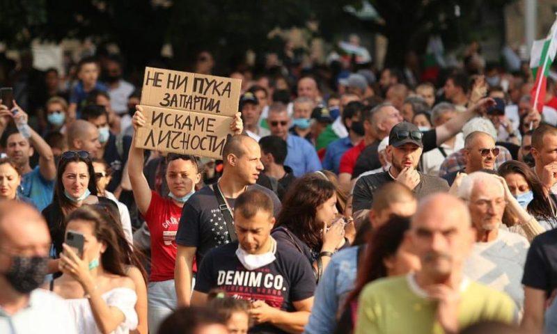 Четвърта поредна вечер антиправителствените протести не секват