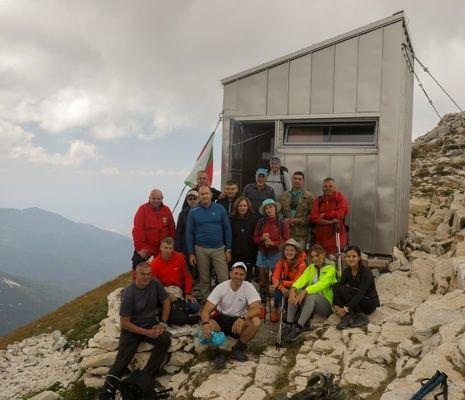 Президентът Радев и изтъкнати спортисти ще изкачат връх Зъбчето в Рила планина
