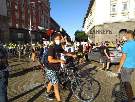 """Фотогалерия: Протестите на """"Дондуков 2"""" през погледа на нашите фоторепортери"""