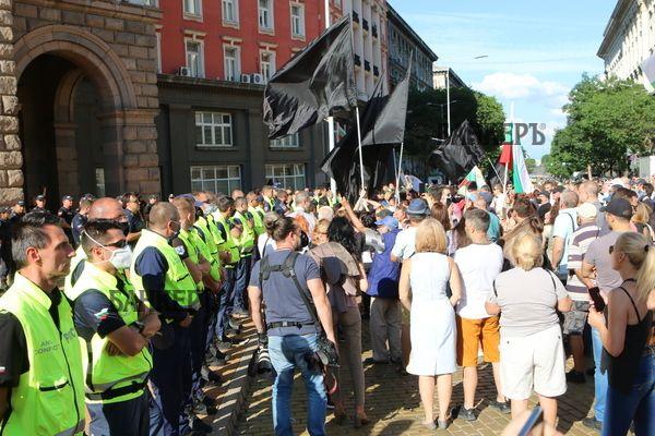 """Антиправителственият протест тръгна към """"Орлов мост"""""""