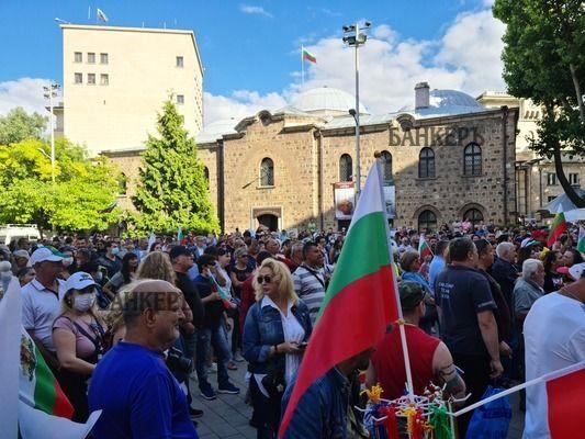 Пети ден хиляди излязоха на протест за оставка на правителството и Гешев