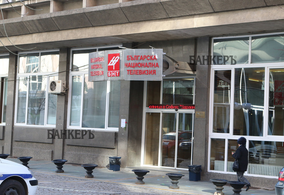 Протест пред БНТ иска оставката на генералния директор Емил Кошлуков