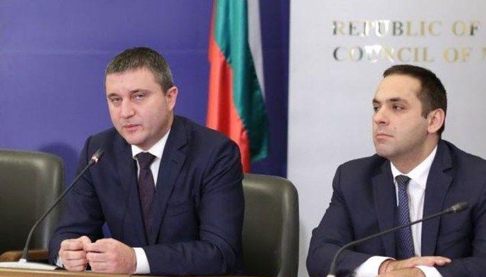 Нарочените за оставка Горанов, Караниколов и Маринов са в отпуск