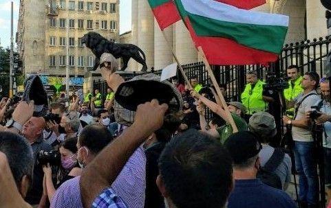 За 14-ти път протестиращи искат оставката на правителството в София