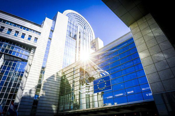 Европарламентът единодушно поиска преговорите за бюджета на ЕС да продължат
