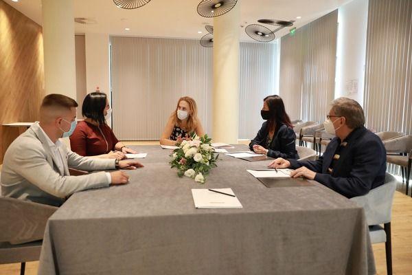 Николова призова българите да изберат родното Черноморие заради хотелите и плажните ивици