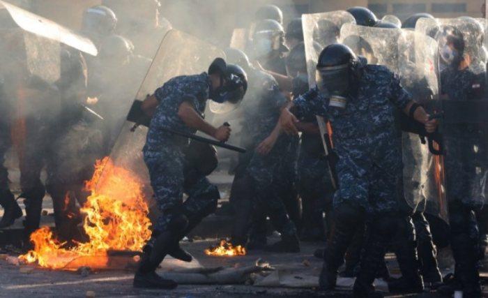 Ал Джазира: Над 700 ранени при протестите в Бейрут