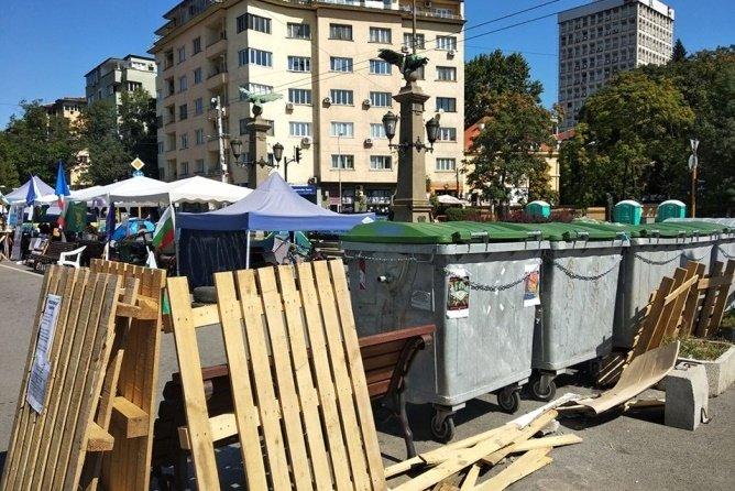 Блокадите в центъра на София продължават