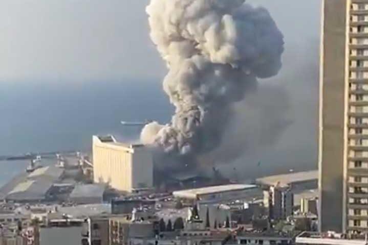 Взривът в Бейрут потопил цял круизен кораб, хора летели през прозорци