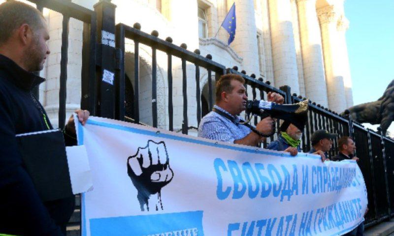 Ден 50: Протестиращи блокираха входа на Съдебната палата