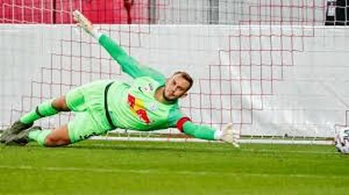 ИЗУМИТЕЛНО! Вратар спаси 3 дузпи за 2 минути в Шампионска лига (ВИДЕО)