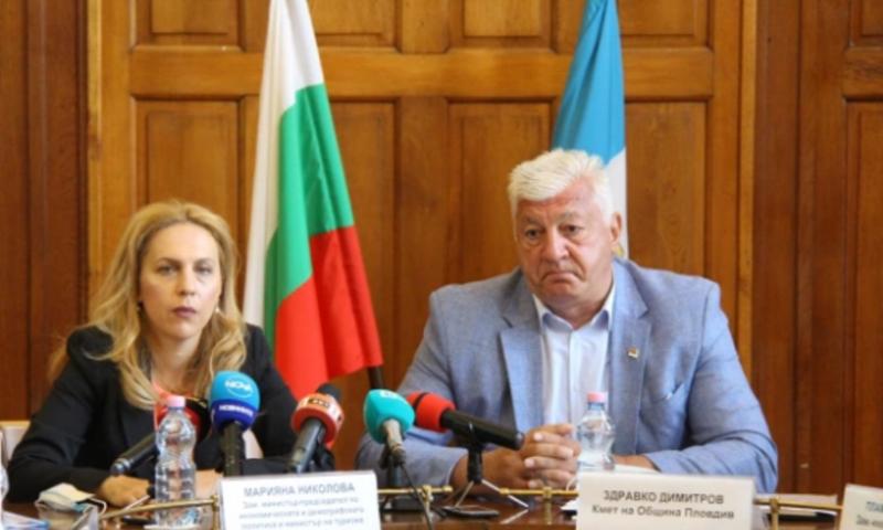 Марияна Николова ще поиска от МЗ да разреши туризма от Турция към България