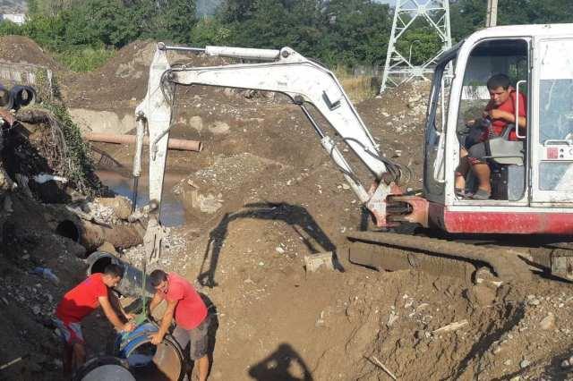 Подмениха захранващия водопровод за Карлово
