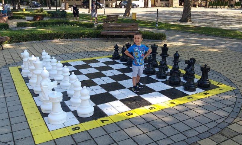 Шахът в Хисаря пак радва малки и големи