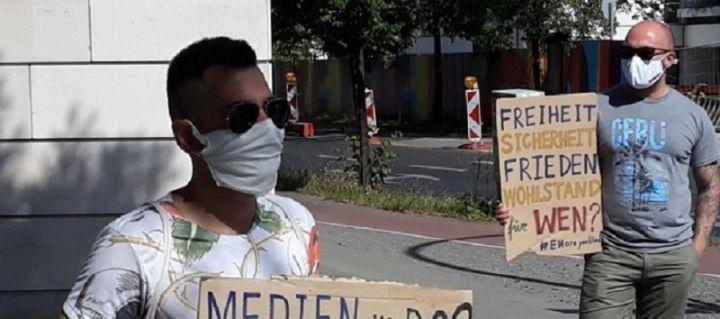 Българи на протест пред германското канцлерство