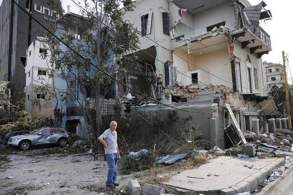 Серия от оставки в Ливан след експлозията в Бейрут