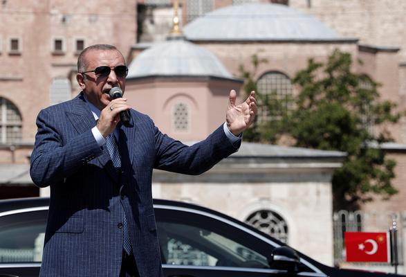 Ердоган обвини Гърция в разпалване на напрежение, Франция – в колониализъм