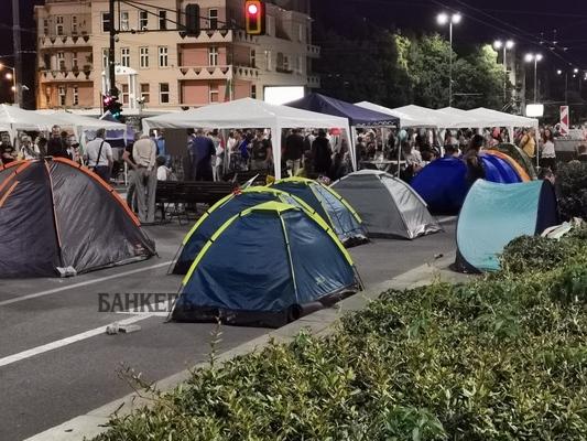 Спокойна е обстановката в трите палаткови лагера в столицата