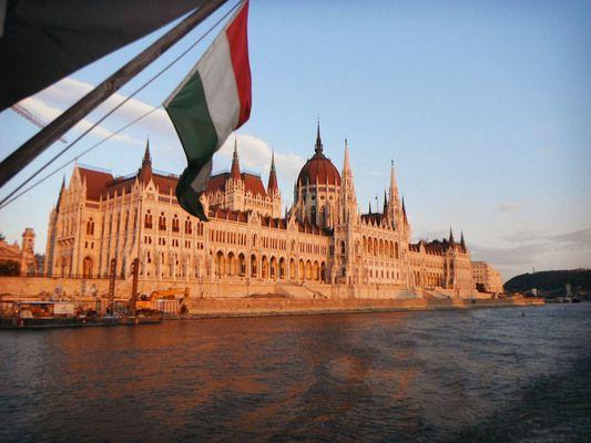 Унгария затваря от 1 септември границите сиза чужденци