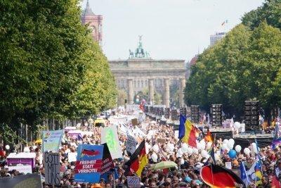Берлинската полиция прекрати протест срещу противоепидемичните мерки