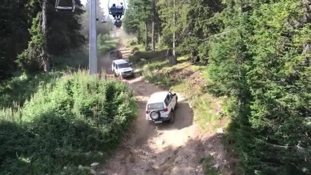 Повдигнаха обвинение на шофьора на джип от Дупница, опитал се да сгази полицай