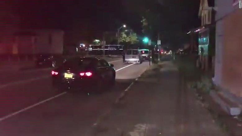 Двама убити и 14 ранени при стрелба на градинско парти в Рочестър