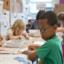 Децата, заразени с COVID-19 в детските градини, го предават у дома