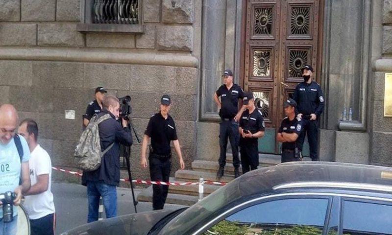 Жандармерия блокира входа на парламента, ето какво се случва
