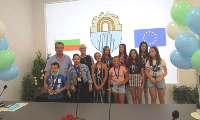 Кметът на Хисаря награди изявени деца/СНИМКИ/