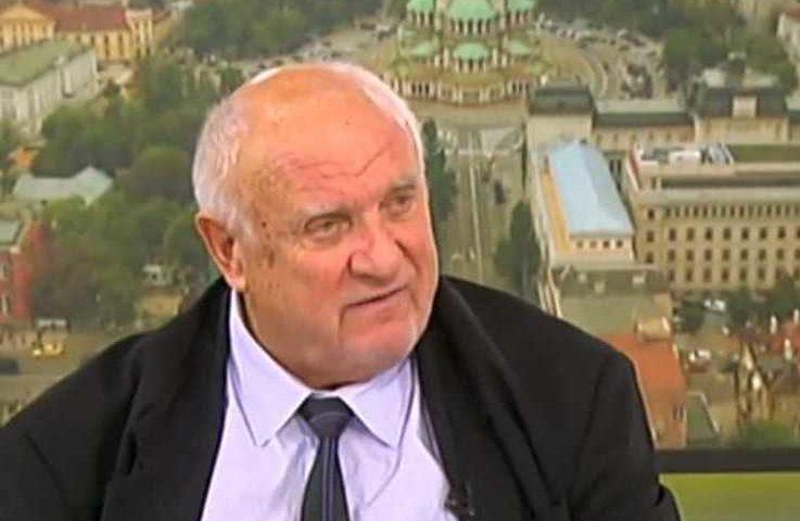 Марковски разкри има ли право полицията да влачи протестиращи и да ползва водно оръдие