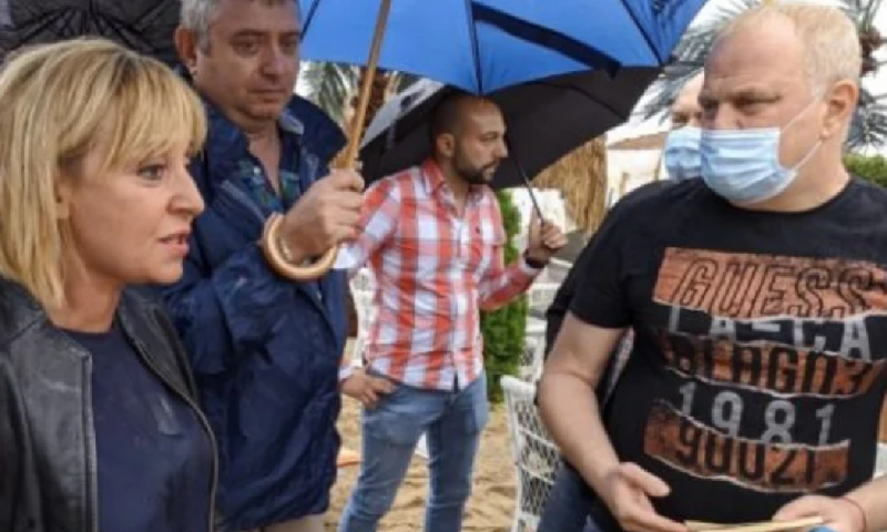 """Мая Манолова усети от всенародната """"любов"""" на плаж Кабакум, замеряха я с яйца"""