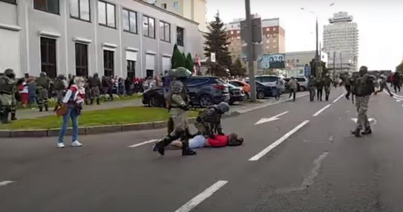 Над 100 000 на митинг в Минск, полицията арестува безразборно